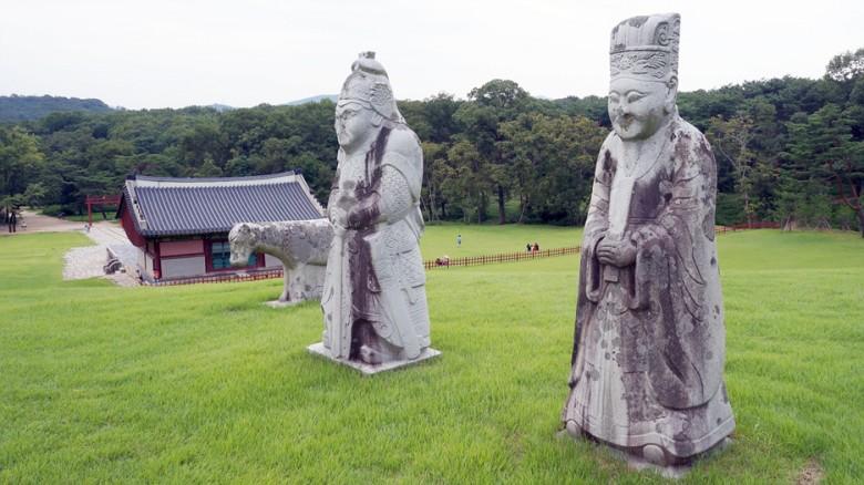 6 융릉 석인-문인 무인 말