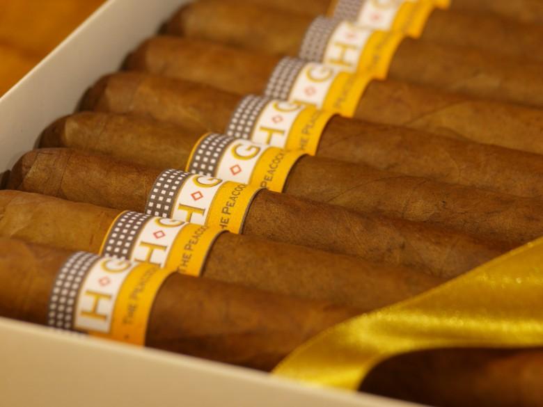hemingwaycigarlounge_cigars2