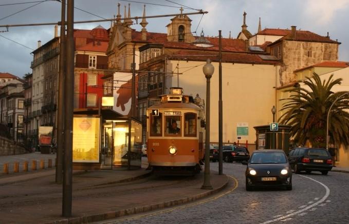 포르투, 언덕 위 빈티지 도시에 물들다