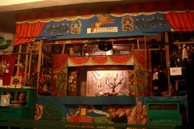 시칠리아의 전통 인형극, 오페라 데이 푸피를 아시나요?