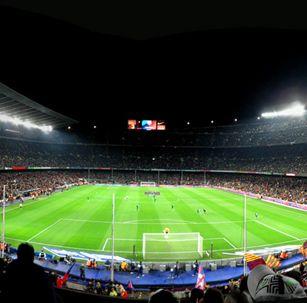 스페인 캄프누에서 FC 바르셀로나의 축구 경기를!