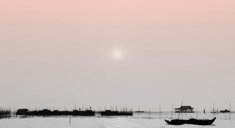 사진으로 보는 캄보디아, 호수 위의 사람들