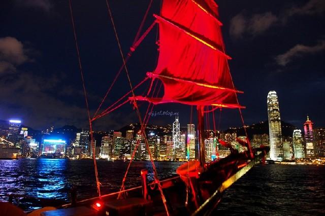 홍콩의 빨간 돛단배, 아쿠아루나