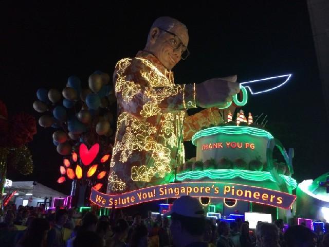 싱가포르 최대 거리행진축제 칭게이 퍼레이드