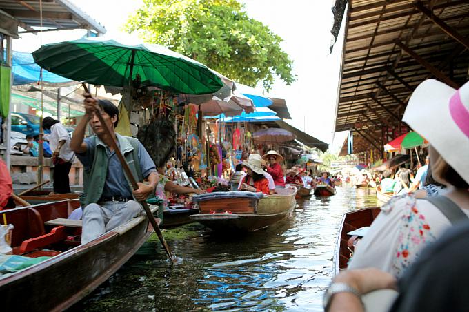 방콕, 물 위의 시장 담넌사두억