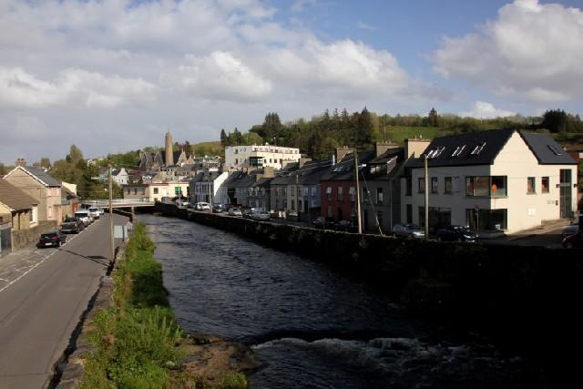 작은 마을이 아름답다, 아일랜드 도니골