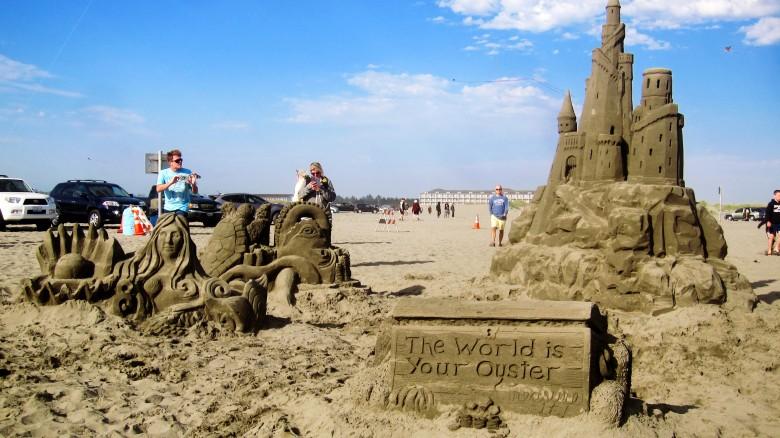 푸른 북태평양 오션쇼어스 캠퍼밴여행에서 즐긴 모래조각 축제