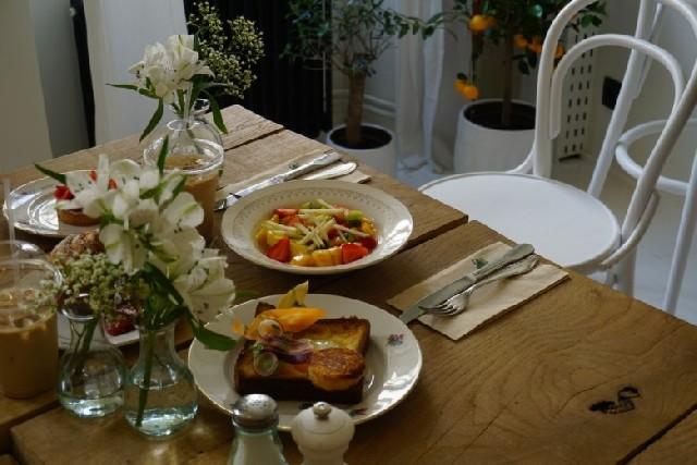 힙한 파리지앙들에게 인기, 파리의 브런치 카페 투어